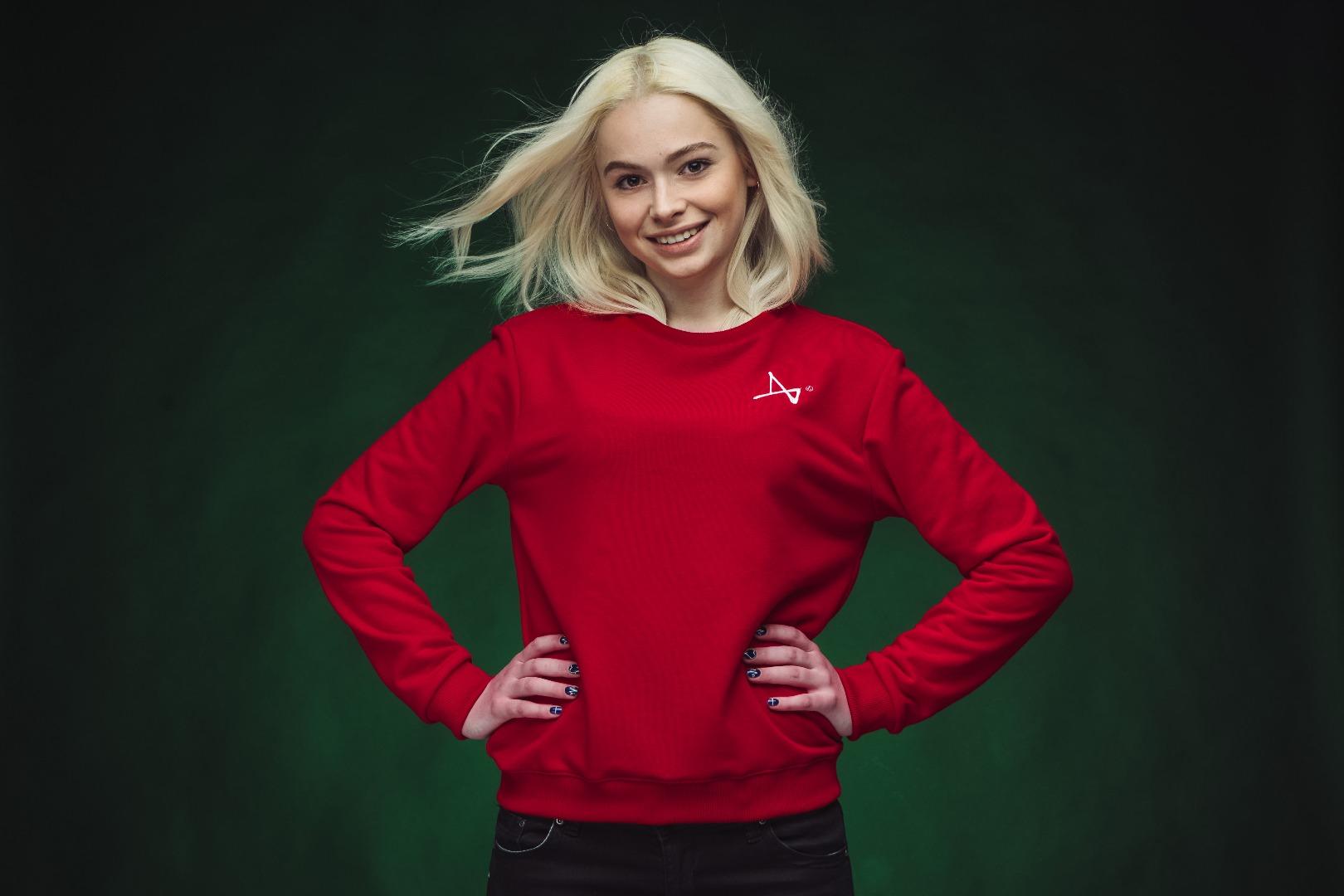 Simple Sweatshirt WMNSТолстовки<br>Женская модель классических однотонных свитшотов от Индивида красного цвета.&#13;<br>Выпонены из футера с начесом. Мягкие и приятные.&#13;<br>&#13;<br>Чтобы подобрать размер ориентируйтесь на свой рост. Если у вас обычное телосложение, то:&#13;<br>- на рост 155 - 160 см обычно подходит размер XS&#13;<br>- на рост 160 - 165 см обычно подходит размер S&#13;<br>- на рост 165 - 175 см обычно подходит размер М&#13;<br>- на рост 175 - 190 см лучше брать размер L<br>Размер: M,L,S,XS;